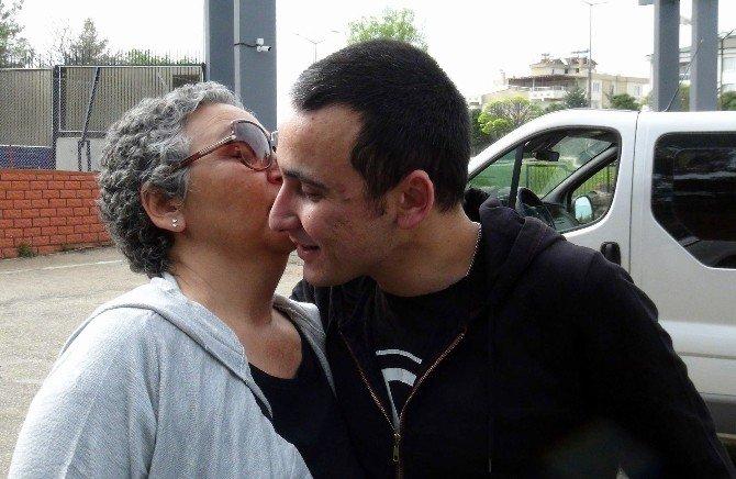 Askerlere Selam Veren Anneye Büyük Jest