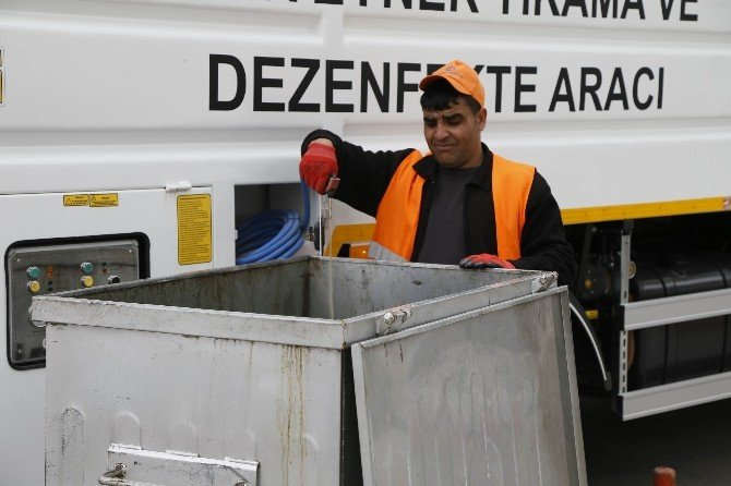 Çöp Konteynerleri 3 Dakikada Pırıl Pırıl