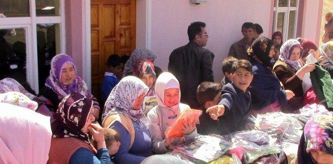 Tokat'ta Yetimler 'Sadaka'yla Güldü