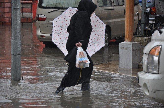 İnegöl Sağanak Yağmurda Göle Döndü