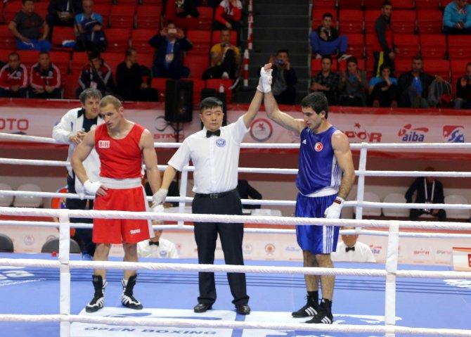 İki Türk boksör; çeyrek finalde