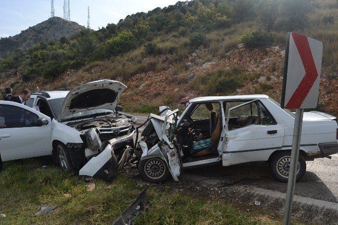 Kayganlaşan Yolda Kaza: 2 Yaralı