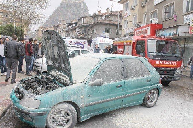 Afyonkarahisar'da Park Halindeki Araç Alev Aldı