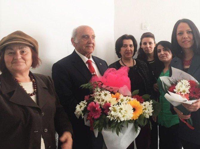 AK Parti Kadın Kolları, Ahi Baba Mustafa Karagüllü'yü Ziyaret Etti