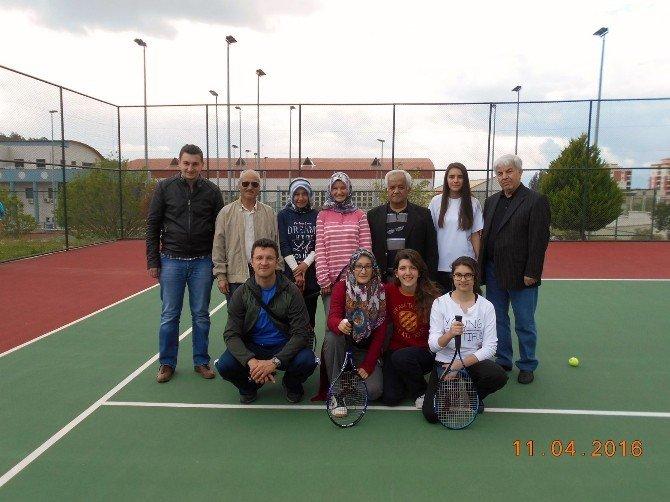 Evliya Çelebi Anadolu Lisesi Kız Kort Tenisi Takımı İzmir Bölge Yarışlarında