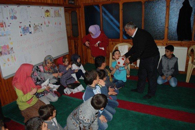 Çocuklara Cami Sevgisini Aşılayan İmam