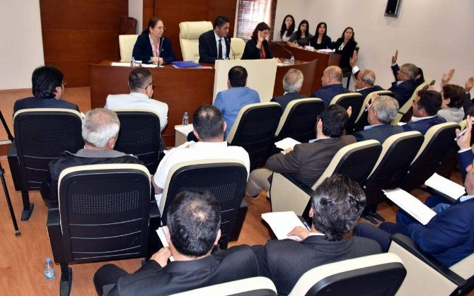 Aliağa Belediye Meclisinde Tartışılan Önerge
