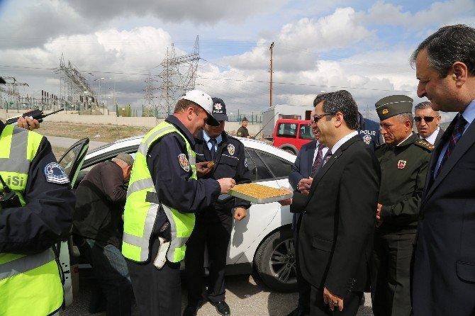 Vali Düzgün Yol Arama Ve Kontrol Noktasını Denetledi