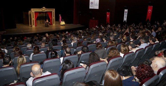 """Nilgün Belgün """"Aşk Ve Komedi"""" İle Coşturdu"""
