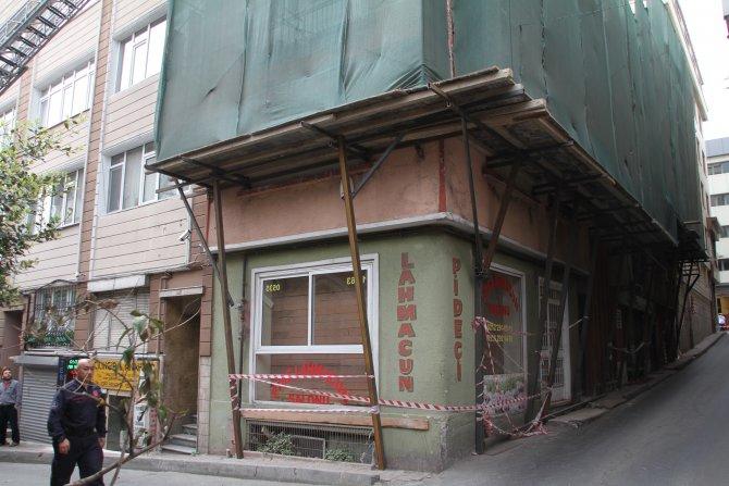 Nişantaşı'nda tadilat yapılan binada çökme: Enkazda kalanlar var