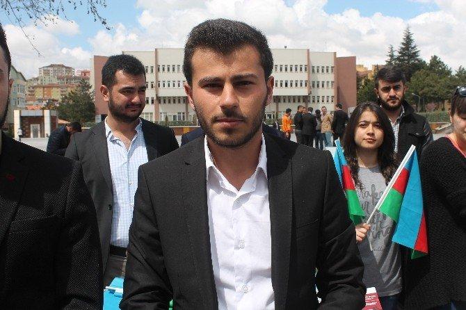 Azerbaycanlı Öğrenciler Şehitler İçin Niğde'de Helva Dağıttı
