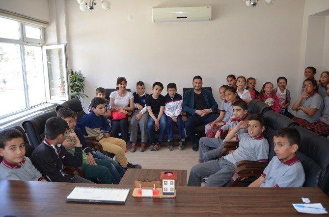 """Öğrenciler """"Şehrim Benim Evim"""" Projesi Kapsamında Kula'yı Gezdi"""