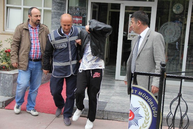 Günlük Kiralık Eve Fuhuş Baskını: 8 Gözaltı