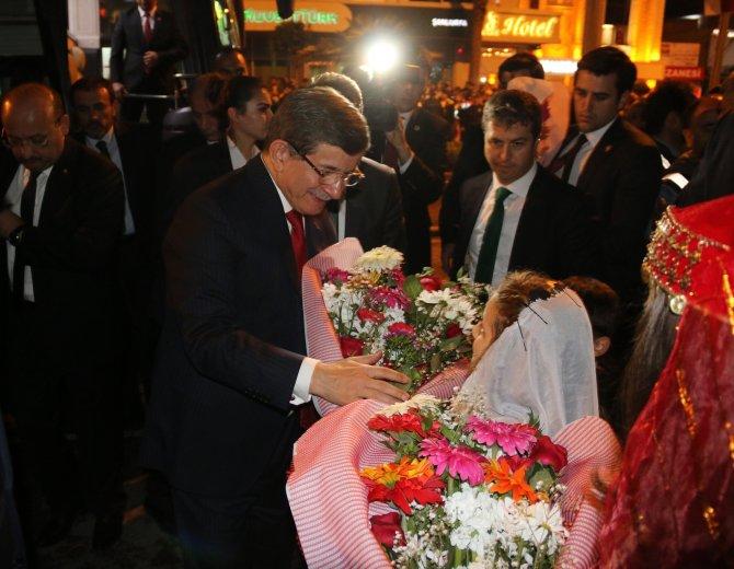 Davutoğlu, Şanlıurfa Büyükşehir Belediyesi'ni ziyaret etti