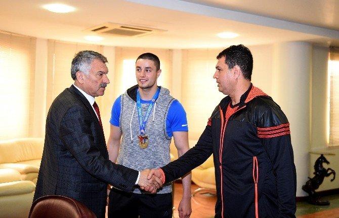 Seyhan Belediyespor, Kickboksta Türkiye Şampiyonu Oldu