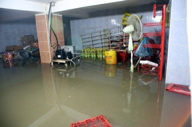 Siirt'te 30 Ev Ve İş Yerini Su Bastı