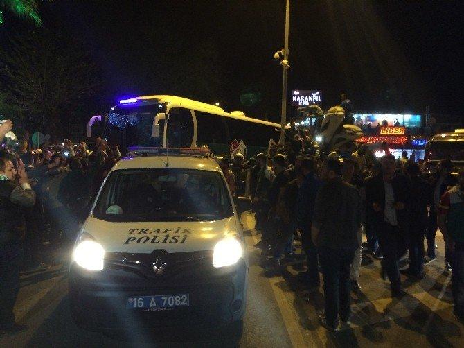 Beşiktaş'a Yenilen Bursaspor'a Coşkulu Karşılama