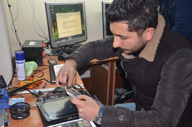 Şehit Ve Gazi Yakınlarının Bilgisayarlarını Ücretsiz Onarıyorlar