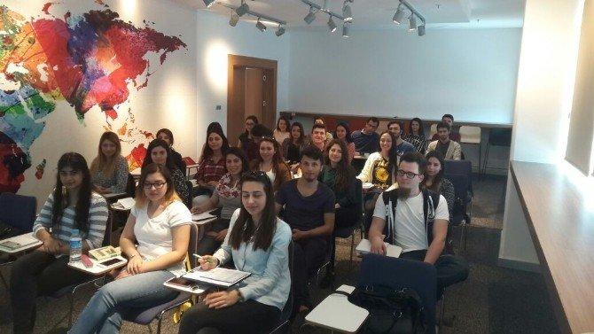 İnsan Kaynakları Programı İle Öğrenciler Sektöre Hazırlanıyor