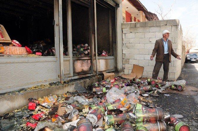 Van'da Gıda Dolu Depo Kundaklandı