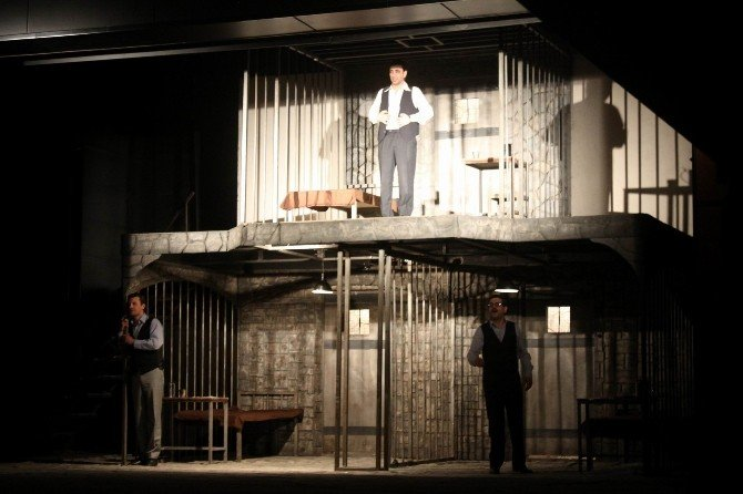 'Yaslıada' Tiyatro Oyunu Sahenlendi