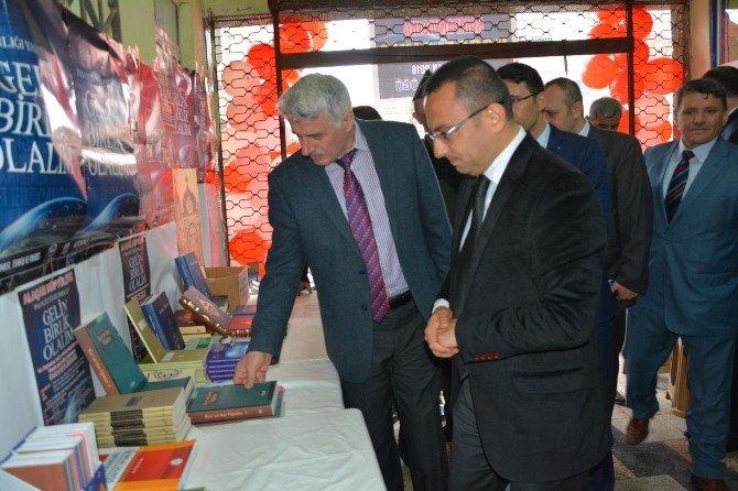 Alaçam'da Kitap Sergisi Açıldı