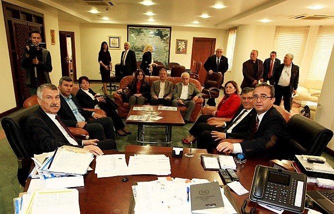 CHP Genel Başkan Yardımcısı Tezcan'dan Başkan Karalar'a Ziyaret