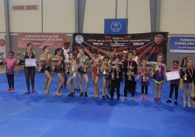 Çocuk Fitness Dünya Şampiyonası Renkli Görüntülere Sahne Oldu