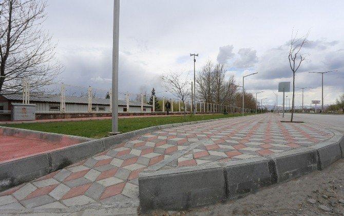 Erzincan'da 75. Yıl Bulvarı Daha Prestijli Bir Hale Getirildi