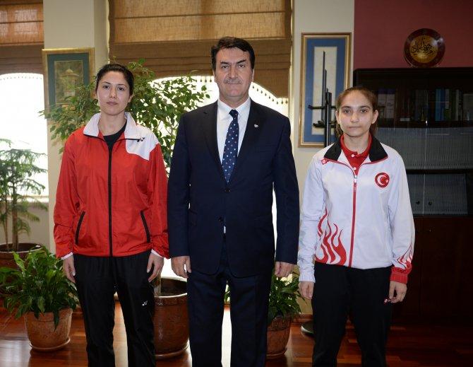 Dündar, dünya ikincisi badmintoncuyu ağırladı