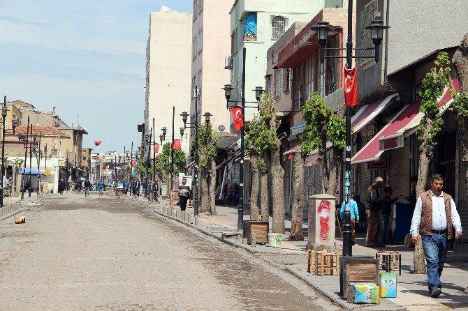 Sur'un Sokaklarına Beton Bloklar Yerleştirildi