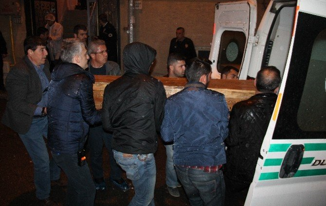 Çocukları Evdeyken Karısını Öldürdü Polisi Aradı