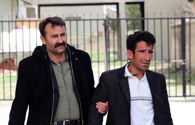 3 Çocuğu Toprak Damın Altında Kalarak Ölen Baba Gözyaşlarına Boğuldu