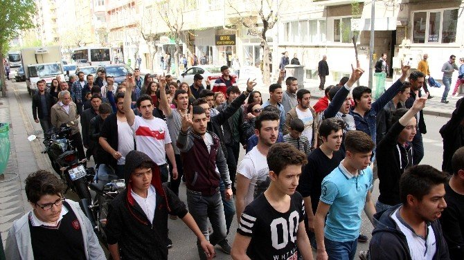 Şehit Cenazesinin Ardından Teröre Tepki Yürüyüşü