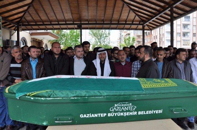 Sokak Ortasında İnfaz Edilen Suriyeli Gazeteci Defnedildi