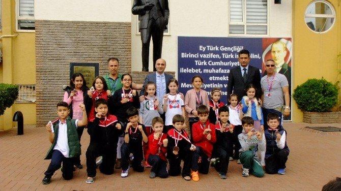 GKV'li Minik Kulaçlardan Yüzme Başarısı