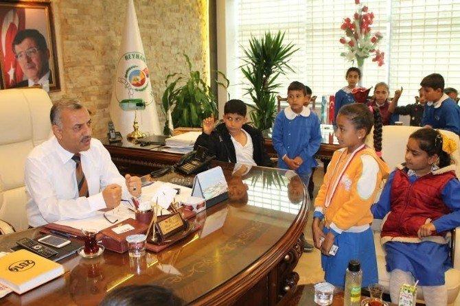 İlkokul Öğrencilerinden Başkan Şanverdi'ye Ziyaret