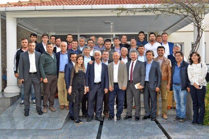 """AK Partili Işıkhan: """"Avrupa Mültecileri Almak İçin Din Şartı Koşuyor"""""""