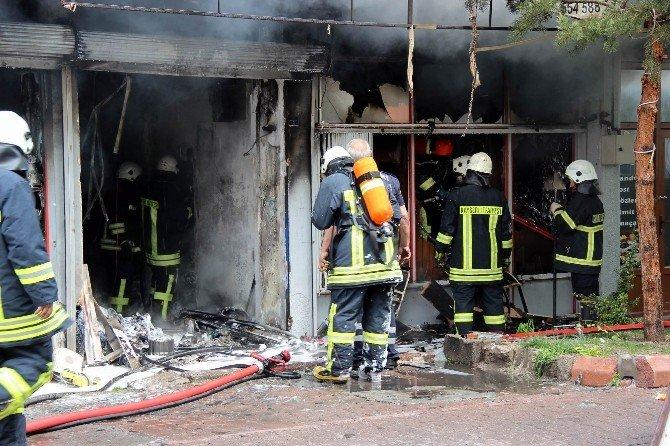 Elektrikli Ev Aletleri Atölyesinde Çıkan Yangın Korkuttu