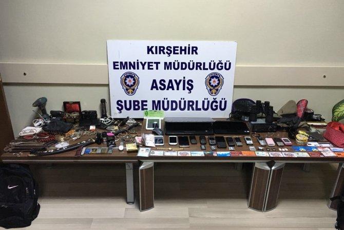 29 hırsızlık ve sahtecilik suçundan aranan zanlı operasyonla yakalandı