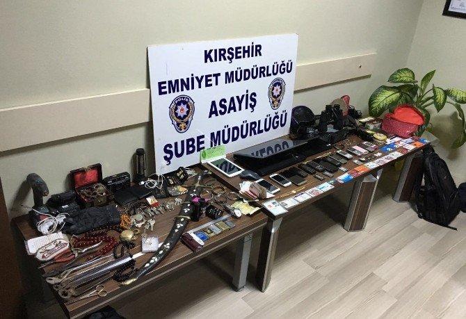 30 Evi Soyan Hırsız Sahte Kimlik Ve Çalıntı Malzemelerle Yakalandı