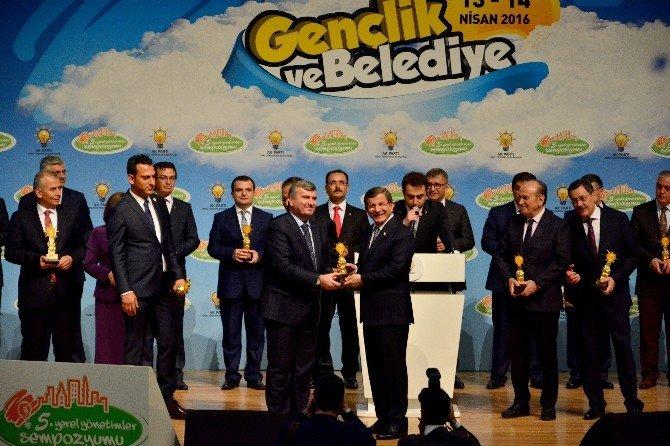 Büyükşehir'e Gençlik Projeleri Ödülü
