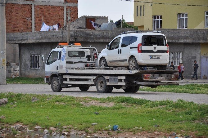 Polis Şüpheli Araçta İnceleme Yaptı