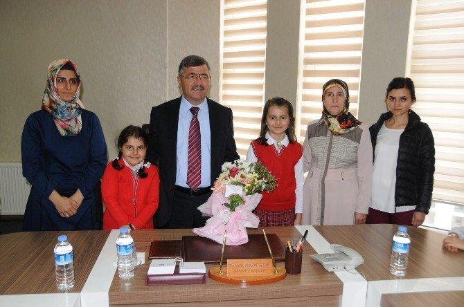 Niğde Belediye Başkanı Faruk Akdoğan, Öğrencilere Müjdeleri Sıraladı