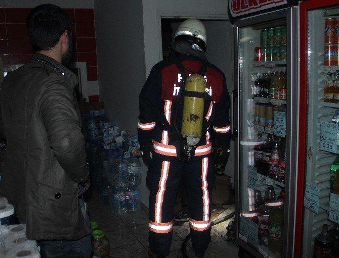 Market Deposunda Çıkan Yangın Paniğe Neden Oldu