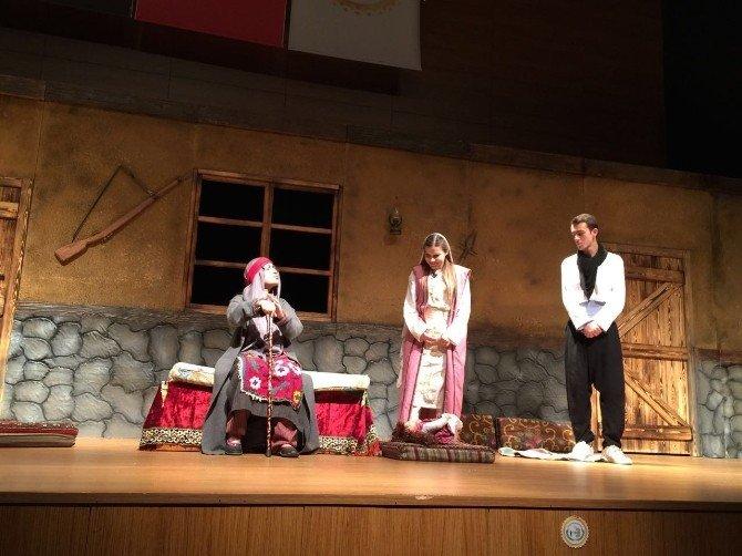 """Bozüyük Belediyesi Tiyatro Grubu """"Töre"""" İle Seyirci Karşısına Çıkıyor"""