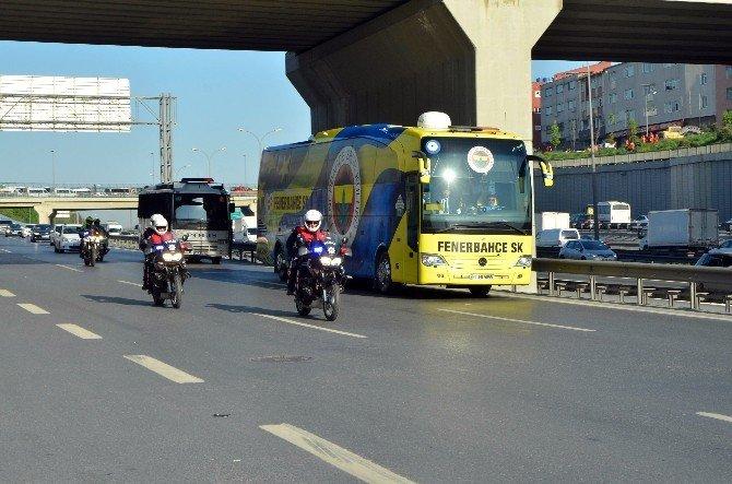 Galatasaray Ve Fenerbahçe TT Arena'ya Geldi