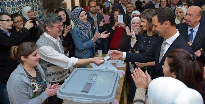 Suriye'de Halk Sandık Başında