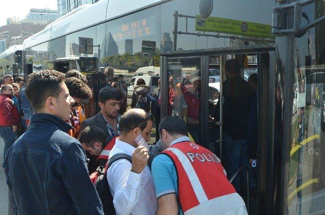 Otobüse Binen Taraftarlar Polis Tarafından Didik Didik Arandı