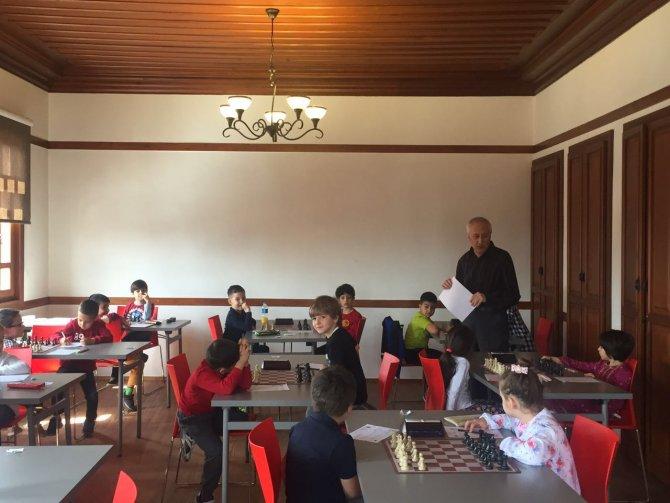 Minikler, satranç turnuvasında Kasparov'a özendi